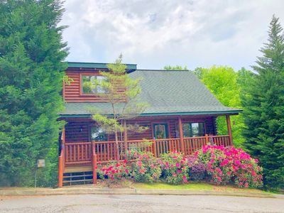 Luxury Dancing Bear Cabin/ location  /  viеw / hot tub  / pool table /quiet
