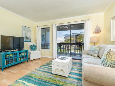 Photo for One Bedroom Condo With Balcony Overlooking Beautiful Community Pool and Views of the Bay!