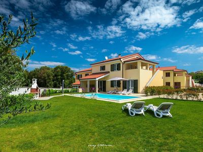 Photo for Beautiful new villa with private pool near Pula