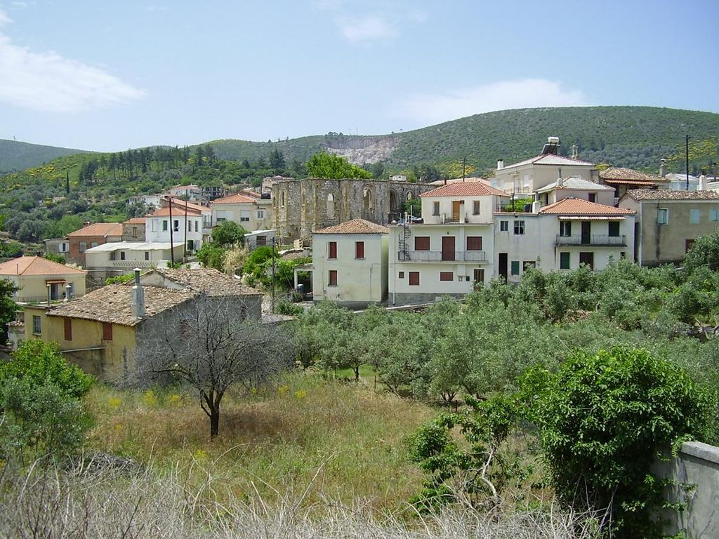 Traditional village stile cottage house in samos 3747464 for Case modulari in stile bungalow