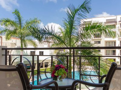 Elegant Condo, Balcony with Pool Views for a Romantic Setting, Great for Couples