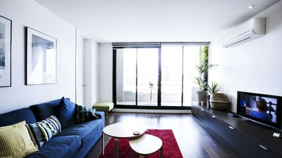 Photo for Central Collingwood, Spacious Apartment