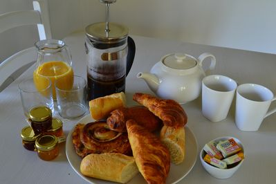 Freshly Baked Bread &Breakfast Pastries