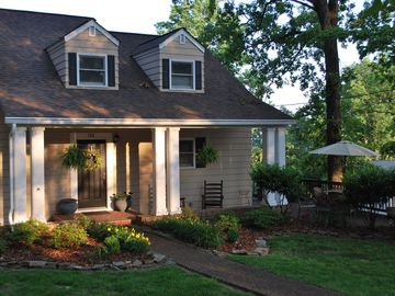 Charming & Spacious Retreat, 12 min. from Downtown Chattanooga!