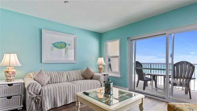 Penthouse Beachfront Condo w/ Private Balcony & Hallway Bunks