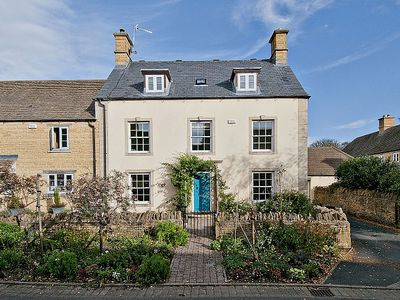 Photo for Stunning Property With 4 Bedrooms And 3 Bath / Shower Rooms