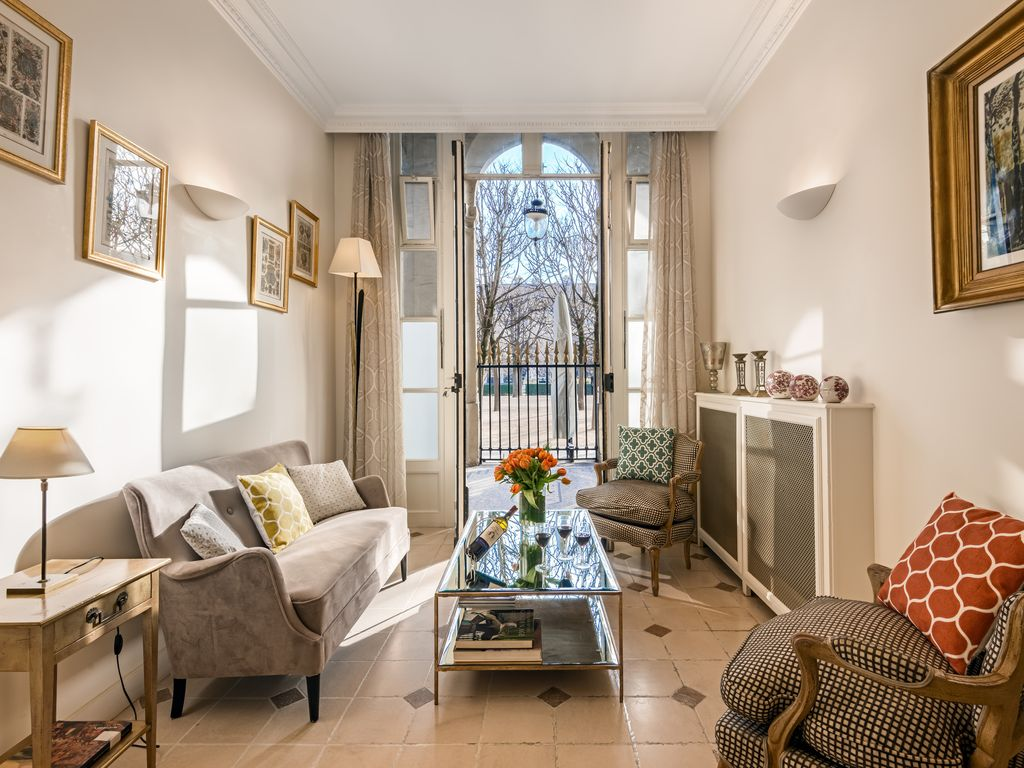 Paris luxury apartment situated in the gardens 1379901 for Meuble a louer paris
