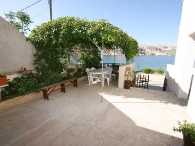 Photo for One bedroom apartment near beach Metajna (Pag)