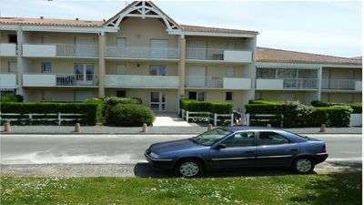 Photo for CHARMING 2 ROOMS IN RDJ A VAUX S / MER - PRIVATE POOL - BEACH OF PONTAILLAC (17