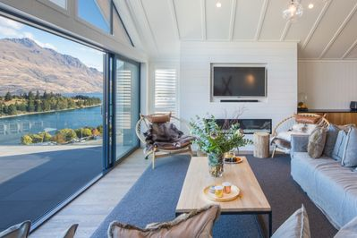 New Lake View Home 10 Mins Walk To Town W Private Spa Pool Queenstown