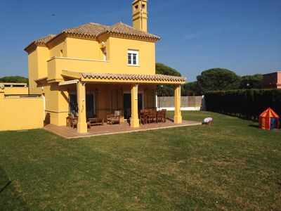 Photo for Villa with private garden in a golf course near the beach La Barrosa