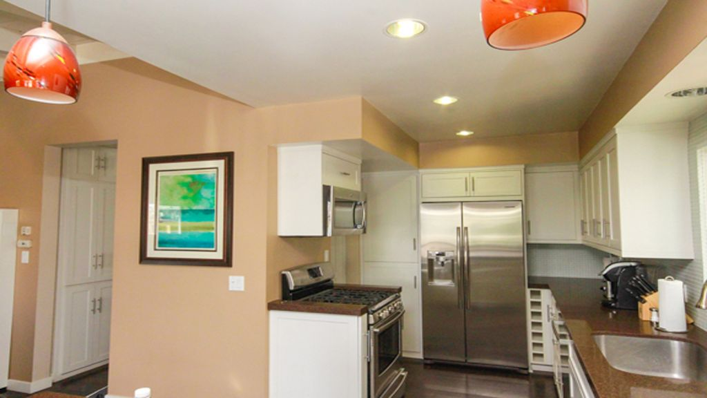 Prime Location!! 5 STAR HERMOSA HIDEAWAY! Walk to beach and restaurants!