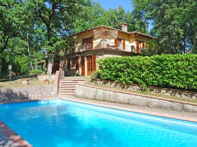 Photo for Spacious Villa with Pool in the heart of Chianti, ideal for exploring Tuscany