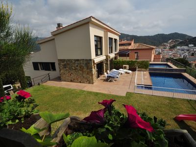 Photo for Terraced house with beautiful views, swimming pool, garden, very comfortable. Free WIFI.