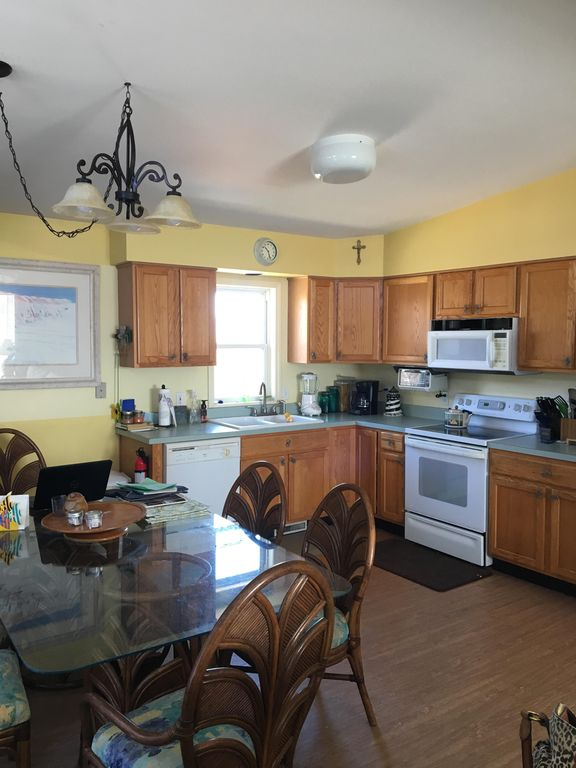 Family friendly, walking distance to beach and restaurants