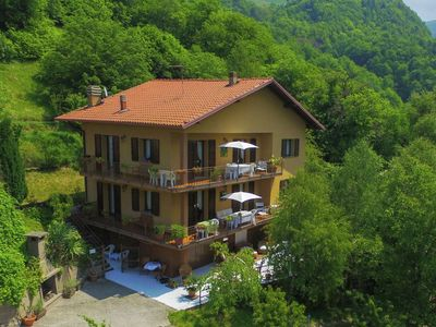 Photo for Apartment in 2-family house, large balcony, lake view, shared pool, in the green