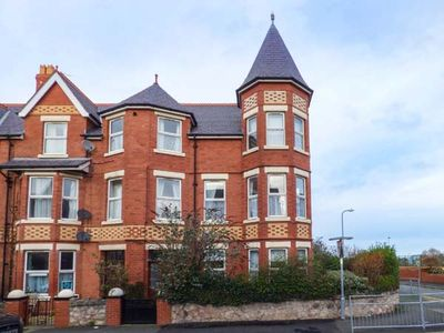 Photo for SUNNY TOWERS, pet friendly, with open fire in Colwyn Bay, Ref 918249