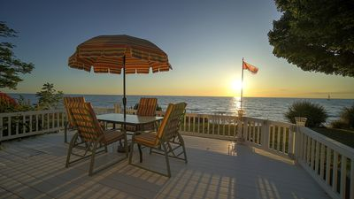 Spacious Lake Level Beachfront Cottage; Short walk from the Bayfield Village