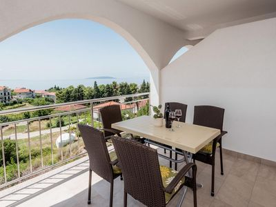 Photo for Two bedroom apartment with terrace and sea view Gradac (Makarska)