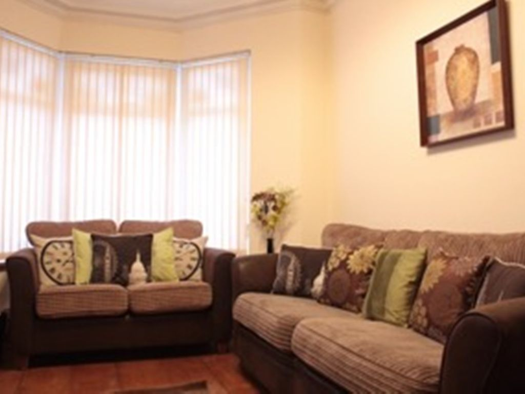 Smart Town House in quiet location, minutes to the city centre and Mermaid Quay