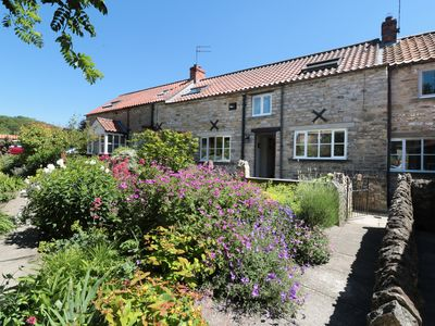 Photo for THE OLD POTTING SHED, family friendly in Kirkbymoorside, Ref 980345