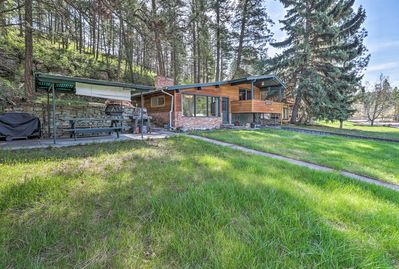 Pack your bags for a lakefront retreat at this Polson vacation rental house!
