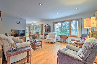 This 2-bed, 2-bath vacation rental house in Williamsburg is the ideal retreat!