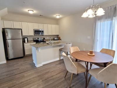 Chic and convenient 2 bedroom, 2 bathroom near downtown, Fort Jackson, and more!