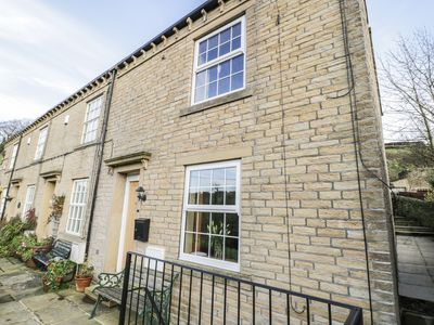 Photo for APPLE HOUSE COTTAGE, pet friendly in Luddenden, Ref 927544