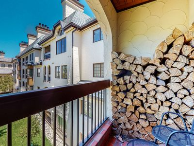 Photo for 3rd-floor mountain suite w/shared game room/hot tub/pool - close to ski lifts!