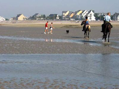 Photo for 200 kilometers from Paris, the beach!