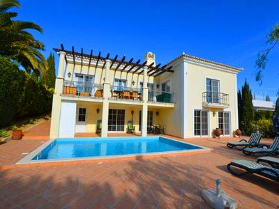 Photo for Spacious four bedroom villa with private swimming pool PV10