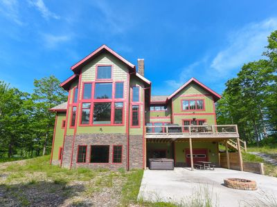 Golf Area Home w/Hot Tub, Pool Table, & Fire Pit - Close to Wisp Ski Resort!