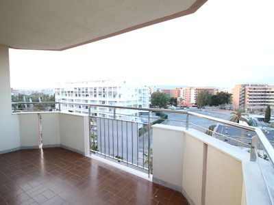 Photo for Apartment 5 pax with communal pool and next to the Plaza Europa Salou.