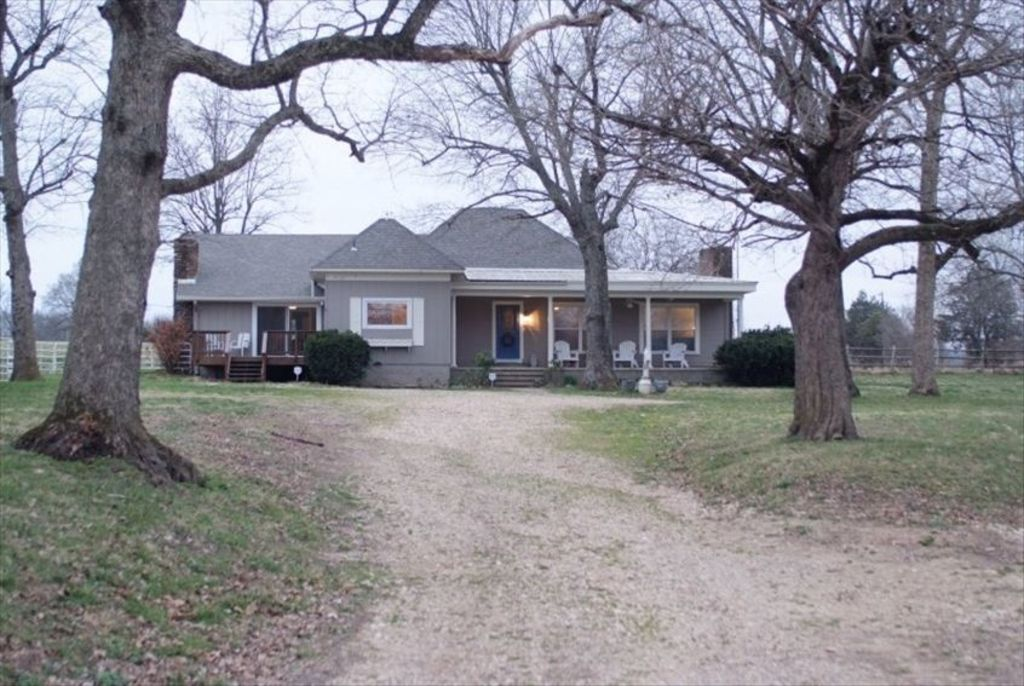 Country farmhouse on the little sugar creek booking for for Country farmhouse blog