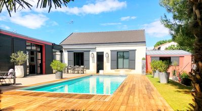 Photo for Quiet contemporary villa on La Rochelle - Heated pool May to September