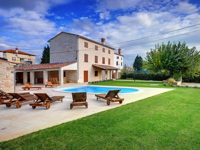 Photo for This 5-bedroom villa for up to 10 guests is located in Rovinj and has a private swimming pool, air-c