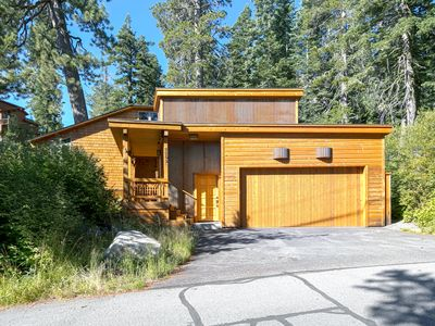 Alpine Adventure - Gorgeous 4 BR in Bear Creek  - Private Hot Tub and Walk to Trails!