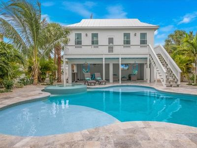 Aloha Beaches: oversized pool and awesome location 1 block to Pine ave.