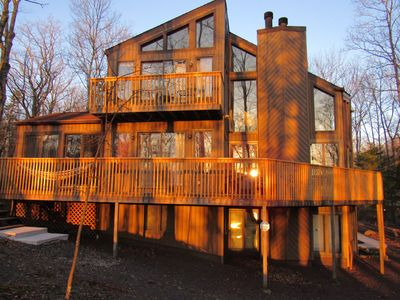 Spacious Lake View 4BR home-Hot Tub, Game Room, Poker room, WiFi, Cable, AC!