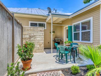 Photo for NEW LISTING! Romantic getaway w/ enclosed yard, patio, outdoor shower, & grill