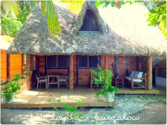 A bungalow and villa 30 metres from the sea homeaway for Fantastici disegni di bungalow