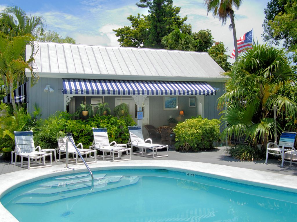 Family house two k bedrooms 1 5 baths pvt spa in garden for Bath house key west