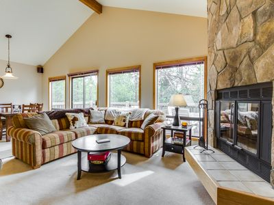 Photo for Bright, spacious cabin w/private hot tub & SHARC passes, near Fort Rock Park