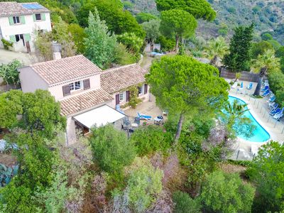 Photo for Provencal villa in beautiful property of 5ha with swimming pool. Ideal with family.