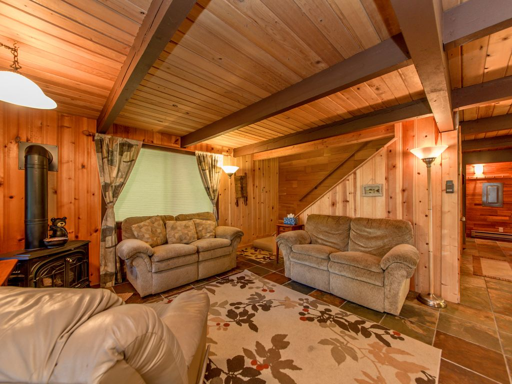 Looking for a genuine cabin retreat on lake cle elum 4br for Cle elum lake cabins
