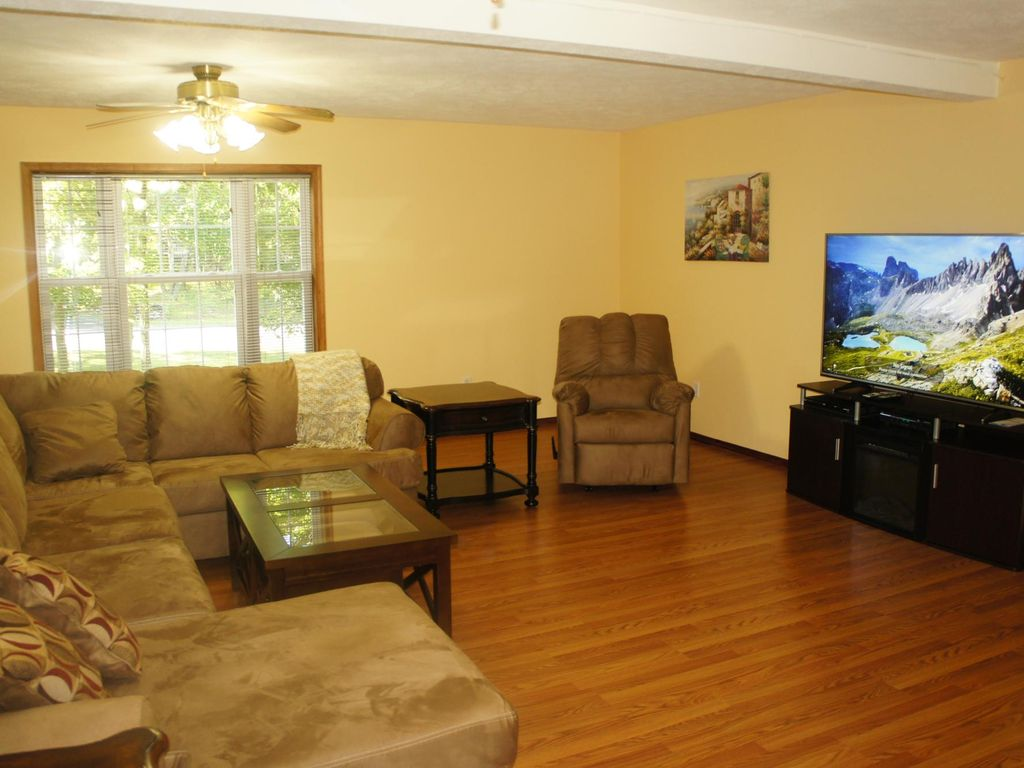 Enormous Home Featuring Large Game Room Hot Tub Sauna And Very Spacious Living