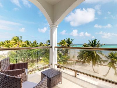 Photo for Spacious oceanfront condo with a shared pool - gorgeous views!