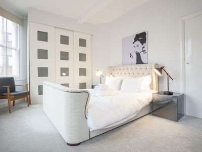 Photo for Amazing 3BRM Notting Hill Apartment - Wonderful location