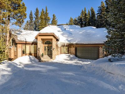 Photo for Beautiful Home 5 Min from Downtown, 2 Outdoor Decks, Hot Tub: Pineview Hideaway